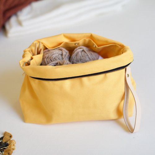 prosjektmappe fra plystre til strikketøyet i golden yellow