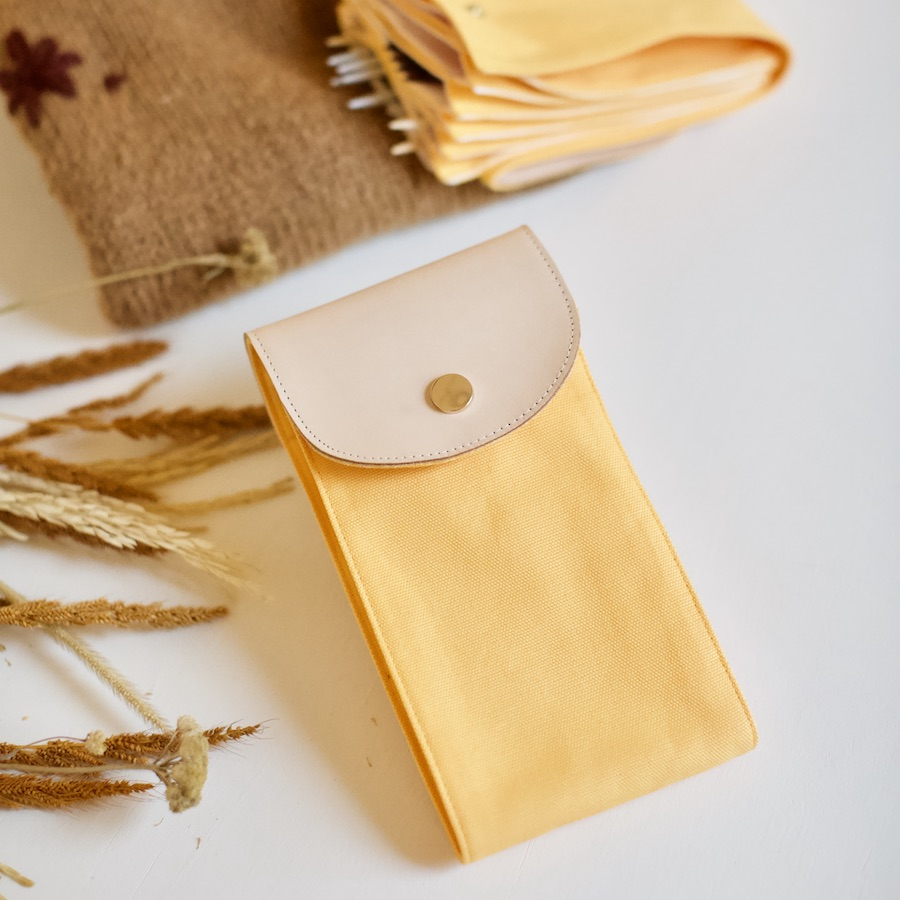 håndsydd strikkepinneetui I golden yellow