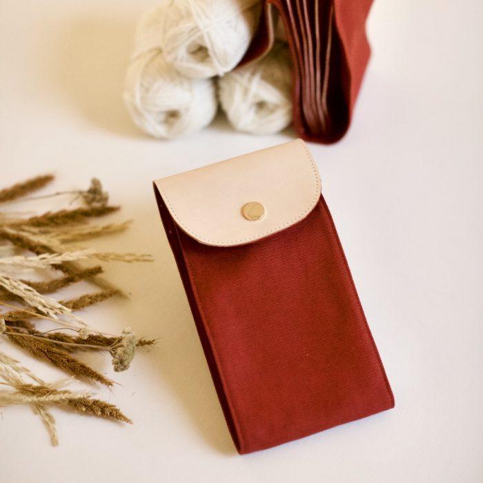 strømpepinneetui fra plystre, til strikkepinner i rust red