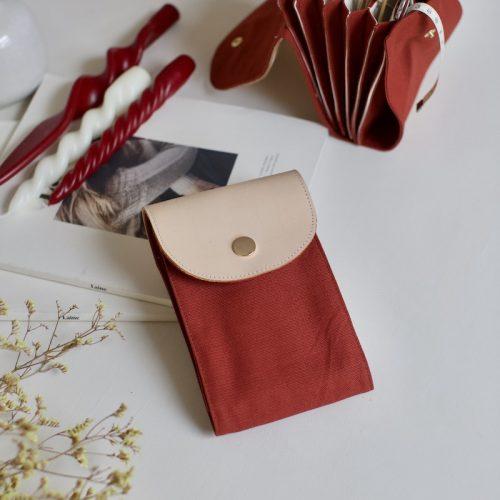 oppbevaring rundpinner, strikkepinneetui i rust red