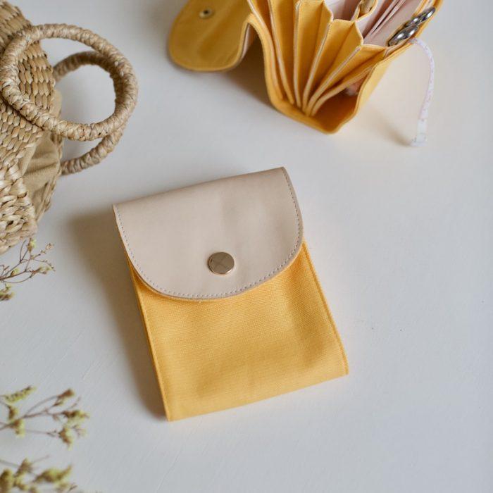 strikkepinneholder fra plystre i golden yellow