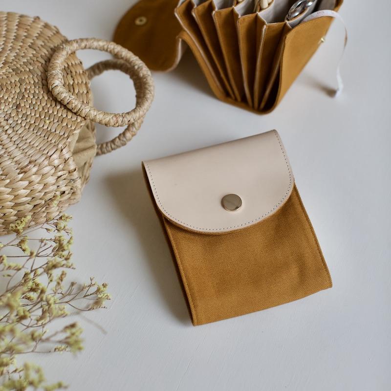 pinnemappe til strikkere i honey brown