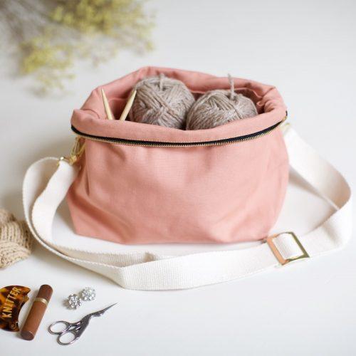 strikkeveske fra plystre i coral pink