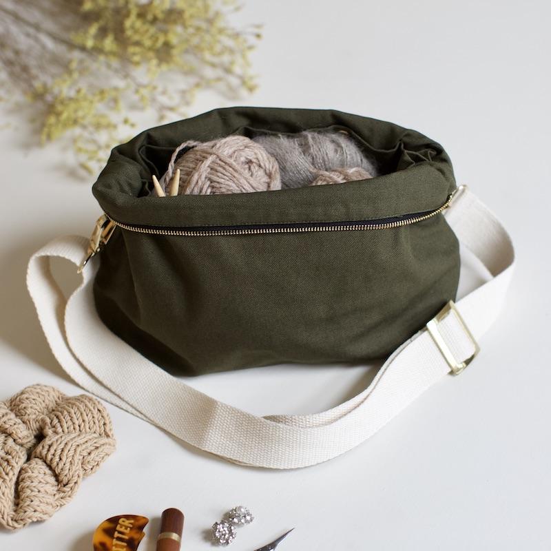 smart strikkeveske fra plystre i khaki